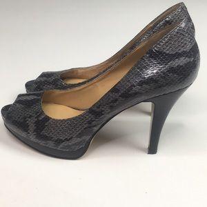 6 Nine West snakeskin shoes grey snake